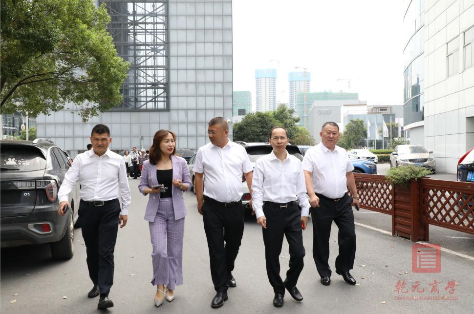 乾元商学院硕博学位项目香港财经学院毕业典礼